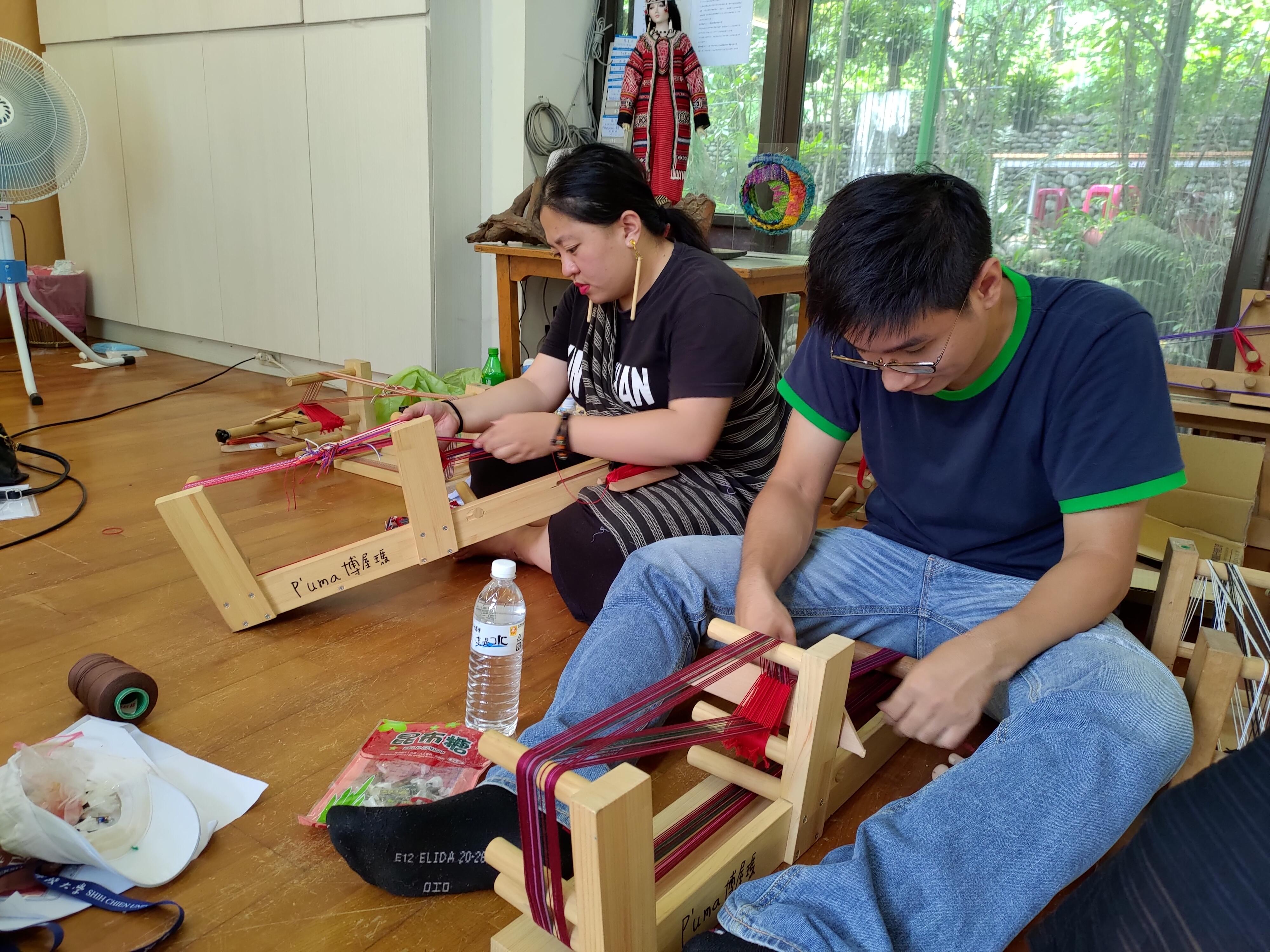 學習泰雅織布技術織帶整經織布